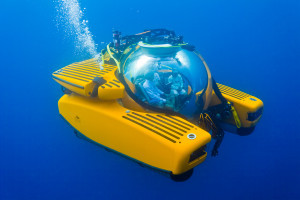 Triton-3300-3-Submarine-For-The-Yachtman